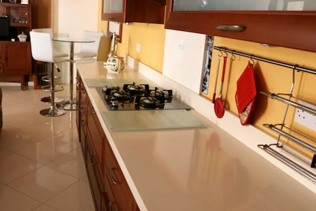 Spacious room in a large house in Central Sliema. - Bungalow