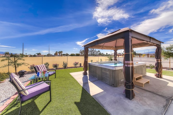 Large 4BD home, giant jacuzzi, near the strip!