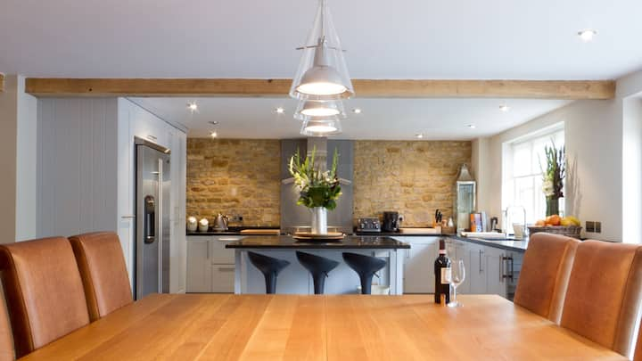 ☆ Stylish & Contemporary house in the Cotswolds ☆