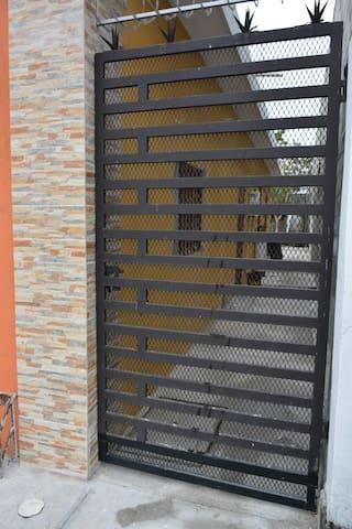 1Departamento Privado, entrada Independiente baño