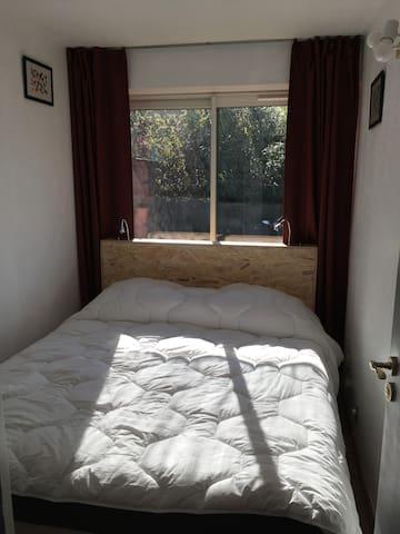 Couchage chambre avec lit 160x200