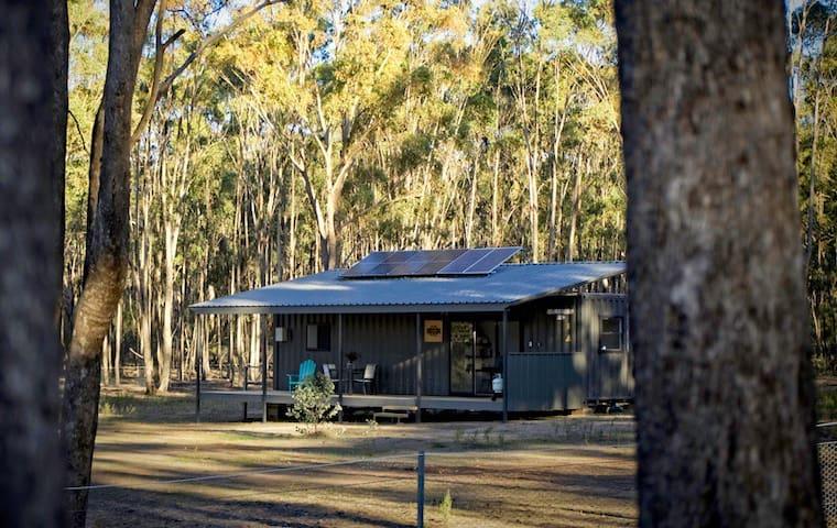 Romantic Country Getaway in Jonesy's Cabin