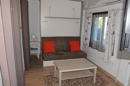 Petite maison indépendante avec terrasse - La Gaude - Haus