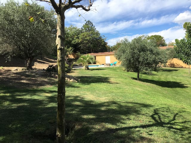 Studio climatisé  place de parking - Marignane - Casa