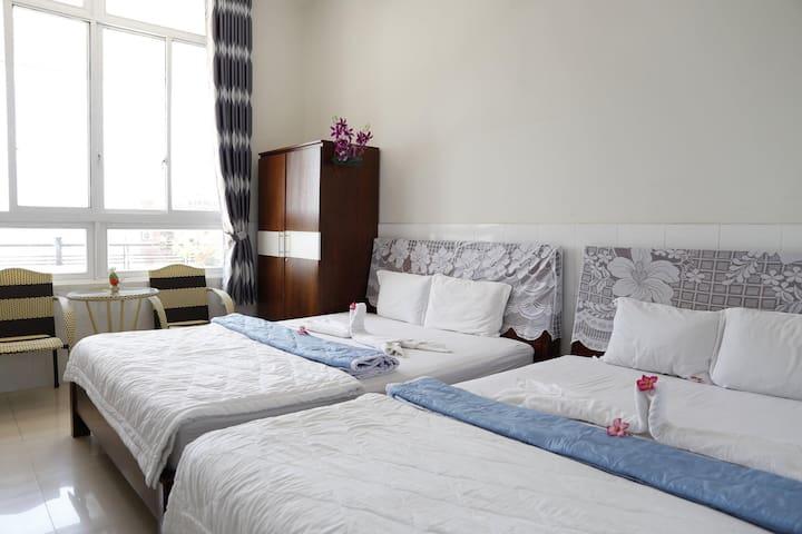 Quadruple Rooms - Minh Hùng Hotel