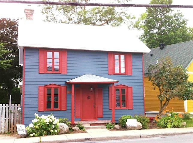 Charmante maison centenaire au bord de la rivière - Terrebonne - Casa