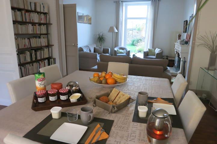 Chambre au calme, petit déjeuner, proche UCO, ESA