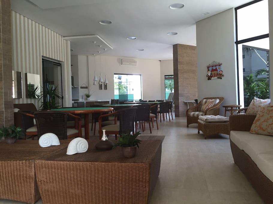 Salão de festas com cozinha gourmet