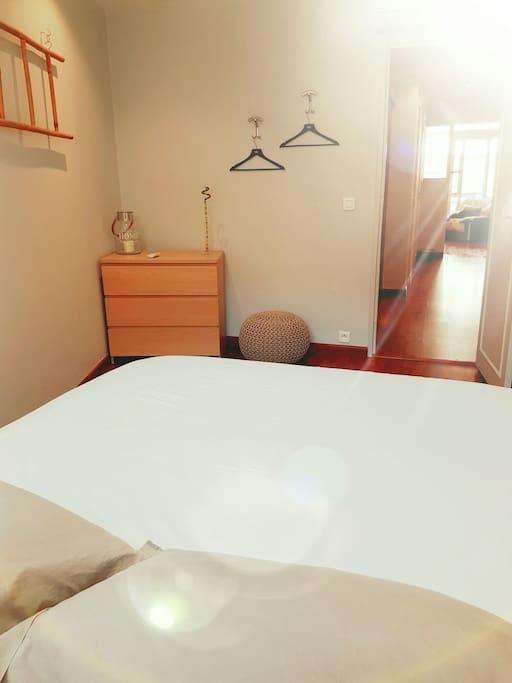 chambre 1 lit 160/200 confort extrême rideaux occultant