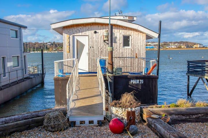 Poem 25 Houseboat Bembridge Harbour Four Bedrooms