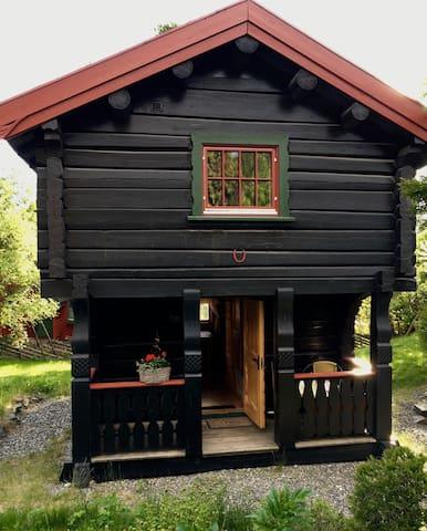 Sjarmerende lite tømmerhus nær sentrum. - Lillehammer - Stuga