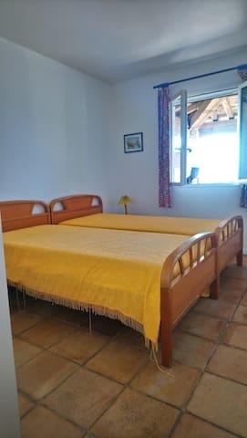 Chambre 2, 2 lits simples. vue...