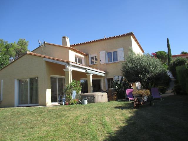 Appartement proche lac, mer et l'Espagne - Villeneuve-de-la-Raho - บ้าน