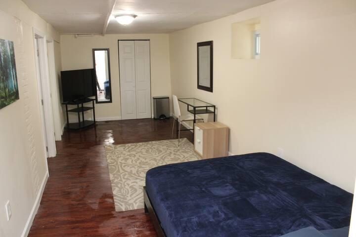2 Bedroom Basement-7 People-45 Minutes 2Manhattan
