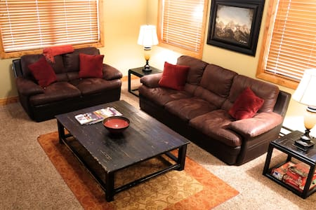 Entire Luxury Condo only $99/night! - Apartment