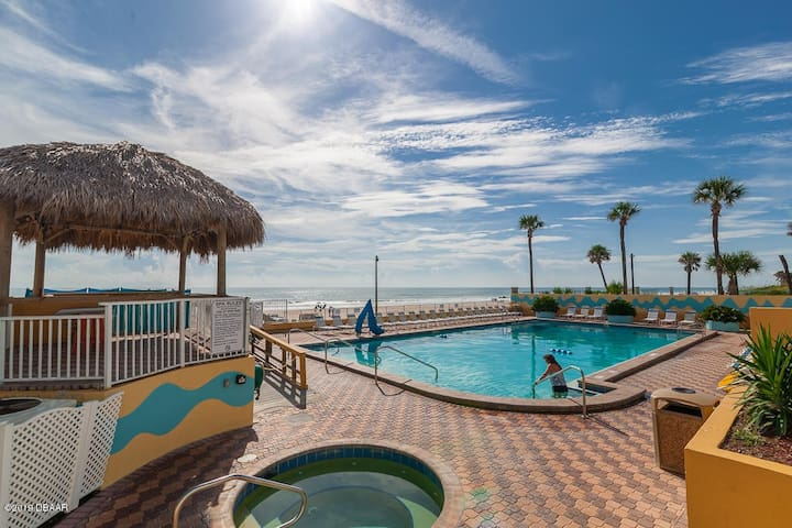 Beach Condo with KING SIZE BED, Jacuzzi, and Sauna