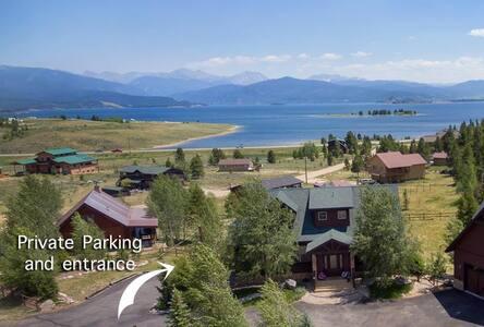 Private guest apt w/ lake views