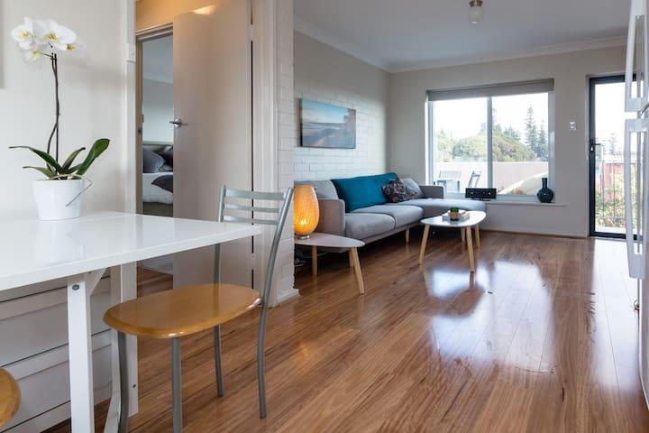 Beach Views: Cottesloe Apartment - Cottesloe - Wohnung