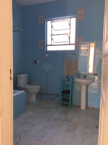 Banheiro do pavimento superior.