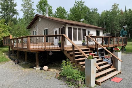 Come stay and play in this 4 season 3 bdrm cottage