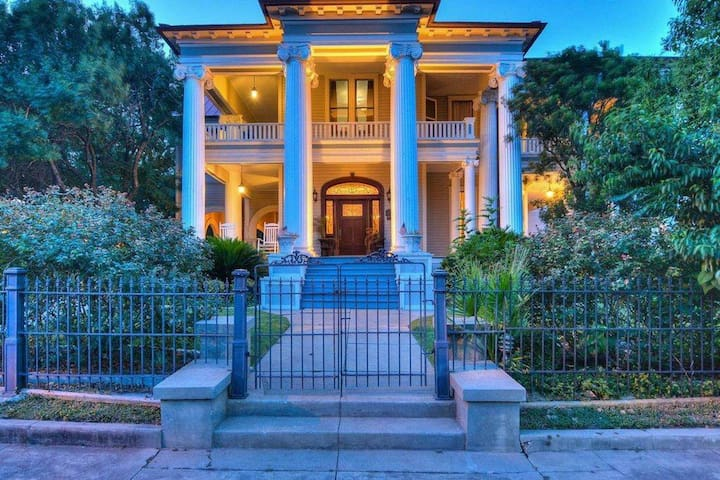 The French Home Downtown  Historic Mansion w/Pool