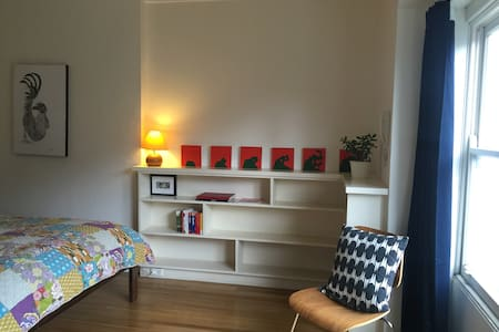 Room in bright apartment in centre of Ballarat - Ballarat Central