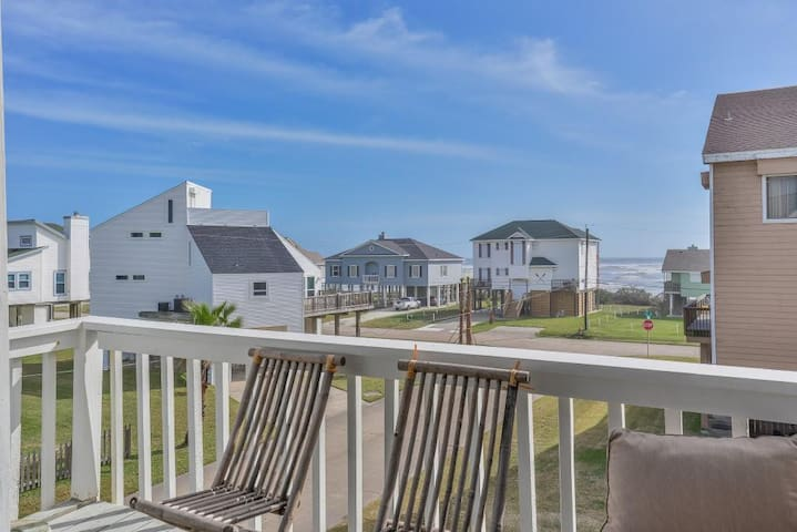 The Hideaway--3 BR/BA Steps Away from the Beach!!!