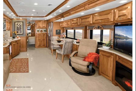 Beautiful Motorhome on the Alafia River (SE Tampa) - Gibsonton