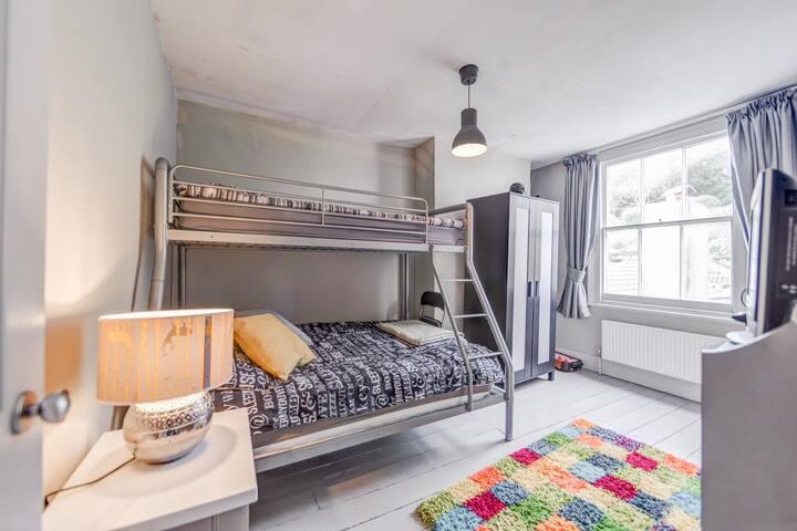 2nd bedroom - sleeps 3