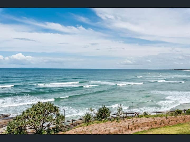 Caloundra beachfront unit with amazing ocean views