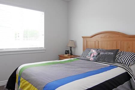 Private bed/bath. Includes house access. - South Salt Lake - Casa