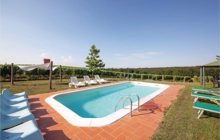 Holiday apartment with 3 bedrooms on 85m² in Pontedera PI