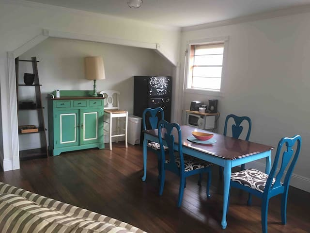 Fairgrounds Triangle 1 bed/1 bath Private Entrance