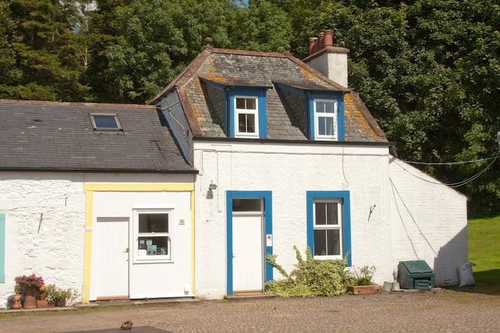 Red Squirrel Cottage, Kirkwood, Real Farm Holidays