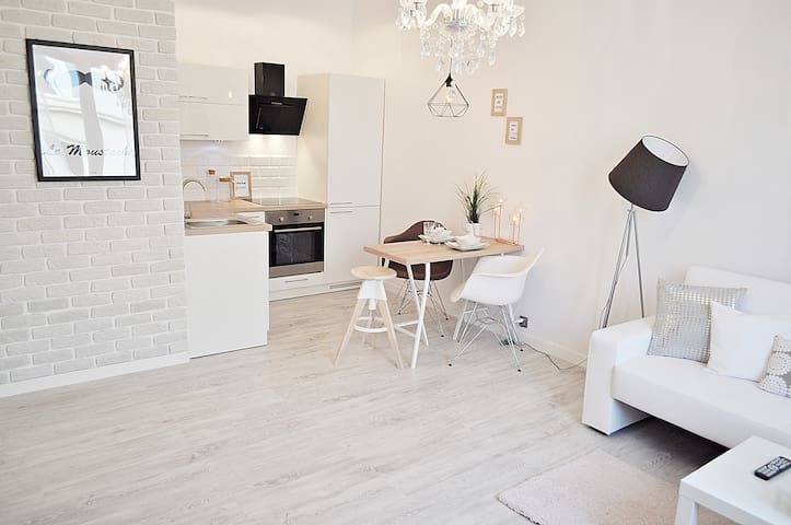 Modern Apartment in the city center of Warsaw. - วอร์ซอ