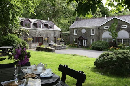 Entire Cottage on Historic Estate - Swansea - Casa