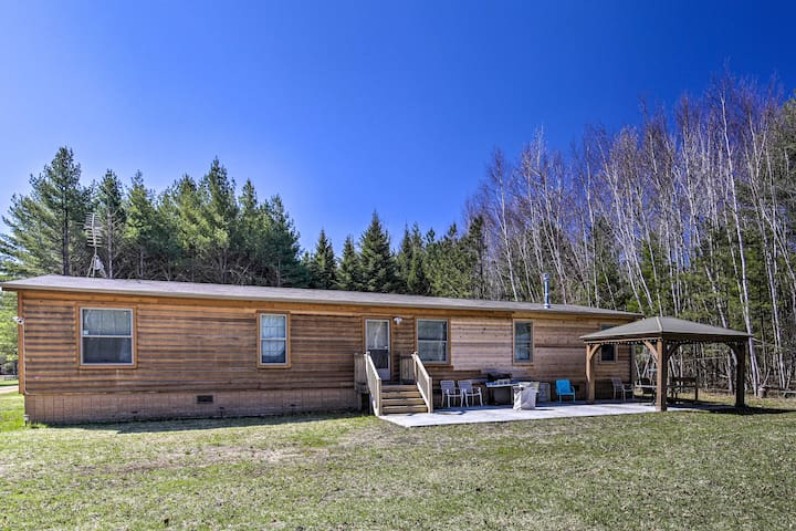 NEW! Secluded Home w/ Fire Pit, Walk to Lake/Park!