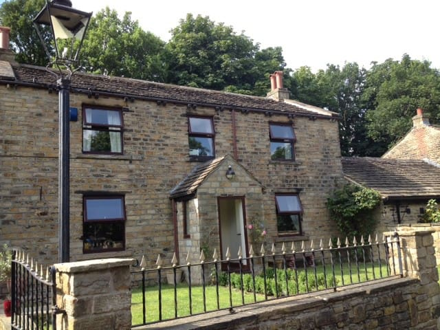 Historic, rural retreat centre. - Mirfield - Dom
