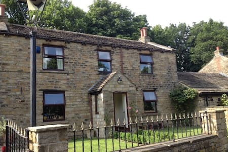 Historic, rural retreat centre. - Mirfield - 独立屋