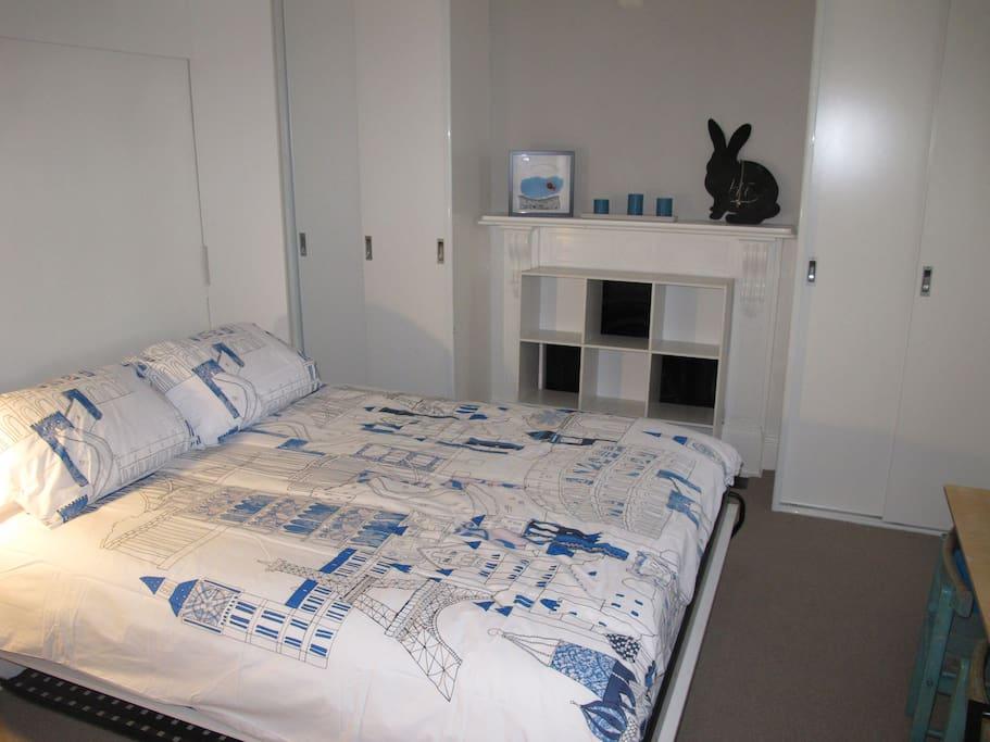 Logement familial de trois chambre coucher newtown for Voir les chambres a coucher