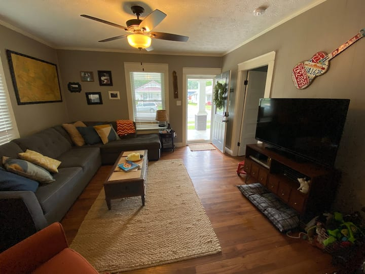 Small House in the heart of Paducah - Pet Friendly