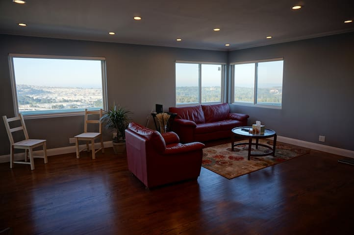 Modern, spacious 2BR with Spectacular Views