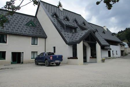 Chbre Edelweiss dans centre de vacances plein sud - La Morte - เซอร์วิสอพาร์ทเมนท์