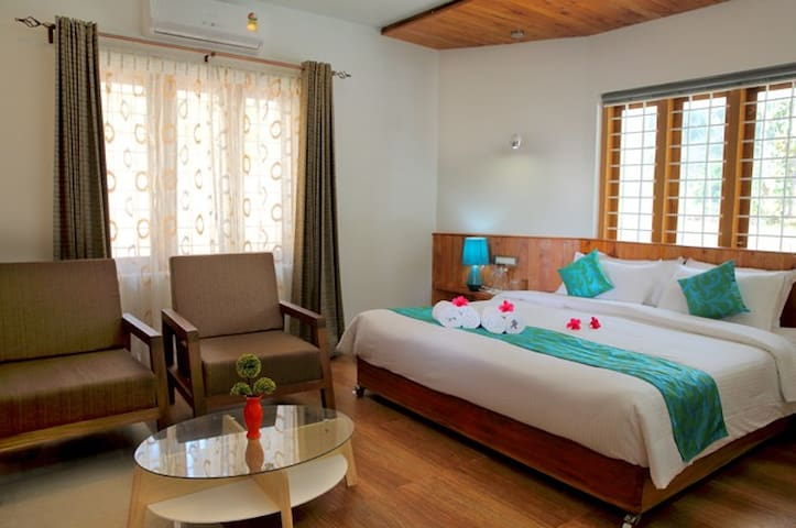 Honeymoon Deluxe Ac Room at Riverview Haven, Gavi - Idukki - Apartamento