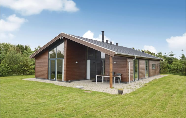 Holiday cottage with 3 bedrooms on 130m² in Højslev