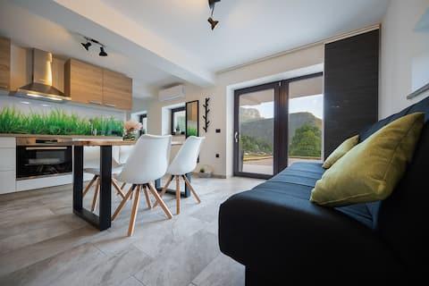 Chladný apartmán, vířivka s výhledem na hory
