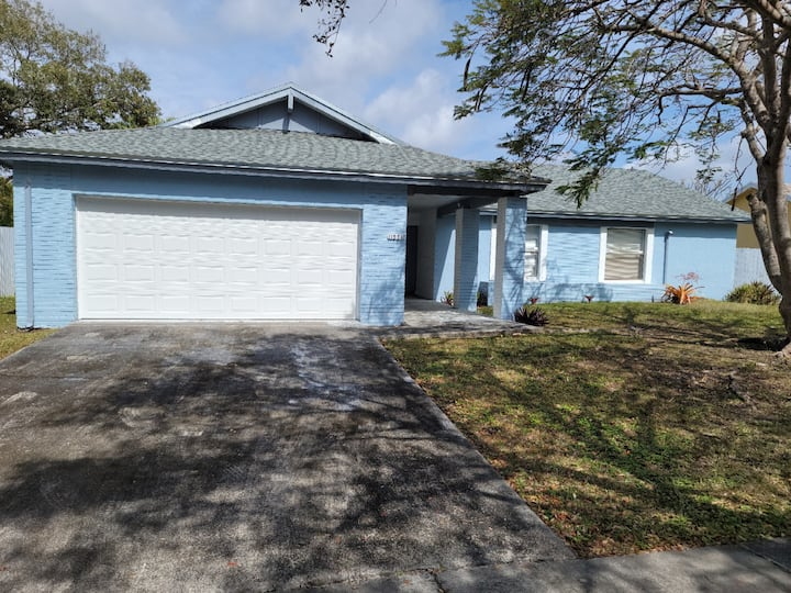 NEW LISTING  2 Bedroom, 1 bath Home