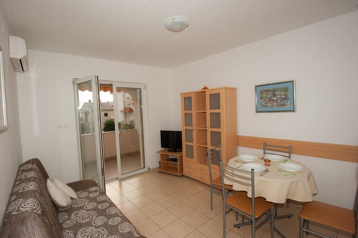 Pleasant Apartment Near the Beach - Dramalj - Apartament