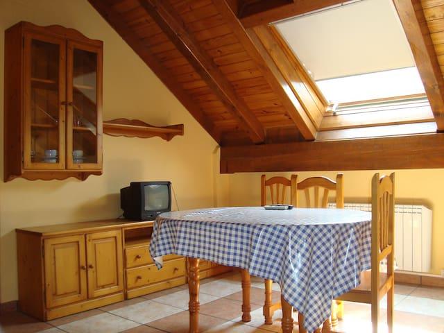 apartamento de 2 dormitorios - Castejón de Sos - Lägenhet