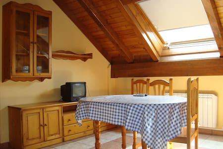 apartamento de 2 dormitorios - Castejón de Sos - Leilighet